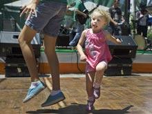 Совместные танцы помогут наладить контакт с ребенком