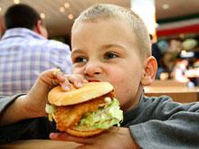Знакомство с марками вредных продуктов в детстве угрожает здоровью и фигуре