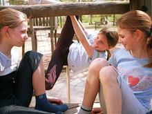 Гормон окситоцин поможет развить социальные навыки у детей-аутистов