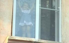 В Смоленске из окна пятиэтажки выпала девочка