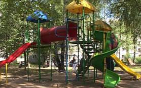 В Ярцеве приходят в негодность недавно установленные детские площадки