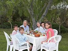 Семейные ужины спасают подростков от психологических проблем