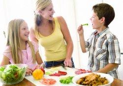 Чем образованнее родители, тем правильнее питаются дети
