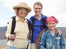 Помощь бабушек и дедушек по-прежнему необходима детям и родителям