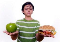 Медики предупреждают: подростковое ожирение начинается еще в детстве