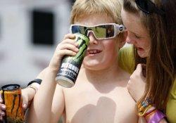 Энергетические напитки представляют огромную опасность для здоровья детей