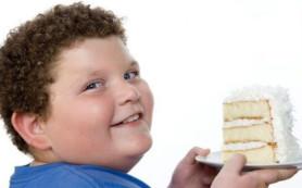 Дети, страдающие ожирением, имеют проблемы с печенью и гипертонией