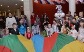 Одаренных и попавших в трудную ситуацию детей позвали на главную областную елку