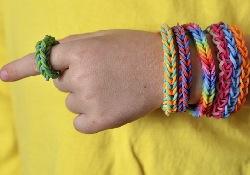 Популярные наборы для плетения «фенечек» опасны для детей: мнение педиатров