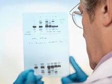 Опрос: большинство родителей хотели бы расшифровать генетический код детей