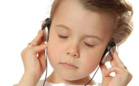 Аудиотерапия помогает детям справиться с болью после операций