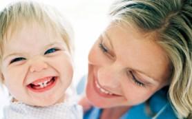 Когда режутся первые зубы у детей