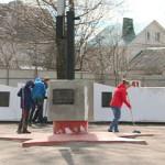 Смоленские школьники наводят порядок на мемориалах Великой Отечественной