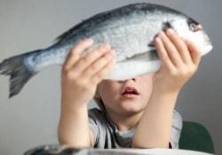 Жирная рыба защищает детей от аллергий
