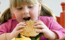 Лишний вес у детей повышает риск заболеть гипертонией