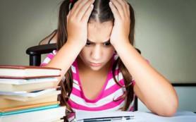 Успеваемость школьниц снижается из-за мобильных телефонов