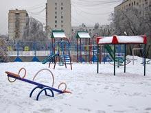 Краска на детских площадках опасна для детей