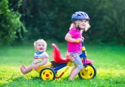 Младшие дети в семье помогают укрепить здоровье старших