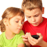 Смартфоны приводят к косоглазию у детей
