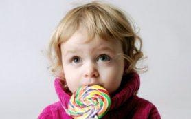 Стоит ли поощрять детей конфетами?
