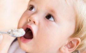 Манная каша для первого прикорма детей не подходит