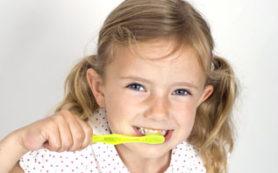Ученые: детям вредно чистить зубы