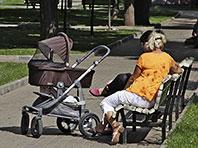 Специалисты запретили летом накрывать детские коляски