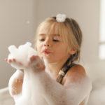 Мыть ребенка каждый день не нужно, заверяют американские врачи