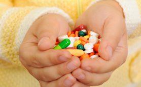 Как сделать, чтобы ребенок не отравился лекарствами