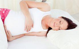 Врачи однозначно запретили беременным лежать на спине