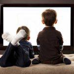Дети могут заболеть диабетом, если много смотрят телевизор, - ученые