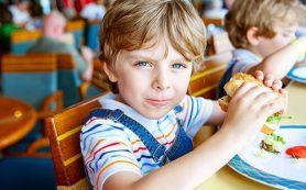 Дошкольники крайне восприимчивы к рекламе фастфуда