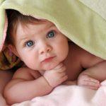 Маленькие дети могут отличить печальные голоса от нейтральных уже в трехмесячном возрасте