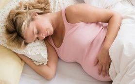 Ученые категорически запретили беременным спать на спине