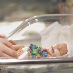 У недоношенных детей повышен риск смерти и бесплодия