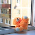 В Смоленской области из окна выпал двухлетний малыш