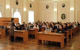 В библиотеке А.Т. Твардовского состоялась историко-краеведческая олимпиада школьников
