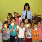 В Смоленской области дорожные полицейские проводят для детей мастер-классы по изготовлению фликеров