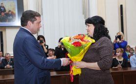 Губернатор наградил многодетных матерей почетным знаком Смоленской области «Материнская слава» имени Анны Тимофеевны Гагариной