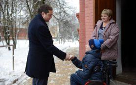 Губернатор Алексей Островский стал участником фотопроекта «Открывая двери»