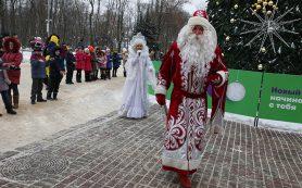 В Смоленске на главной площади открыли новогоднюю елку