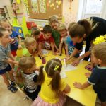 Опасность у детского сада. В Смоленской области родители боятся за своих детей