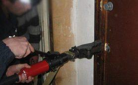Спасатели освободили запертую в квартире смолянку и ее детей