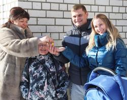 В Смоленской области семье за тройню дали «трешку»