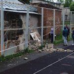 Появились подробности обрушения стены хозпостройки на ребенка в Смоленске
