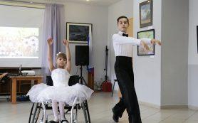 «Гром аплодисментов». В Смоленске в центре «Вишенки» отметили День семьи, любви и верности