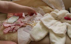 «Одеяло, пеленка, чепчик». Что государство будет дарить родителям новорожденных