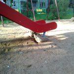 """В Смоленске нашли """"суровую"""" детскую площадку"""