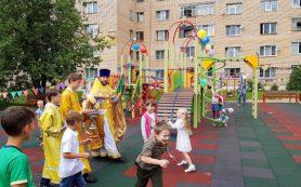 В Смоленске освятили детскую площадку