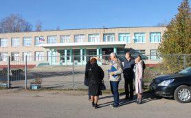«Дети ходят на уроки по проезжей части». Активисты ОНФ проверили дороги у школ в Смоленском районе